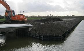 Aanleggen beschoeiïng en brug Boven Berkel